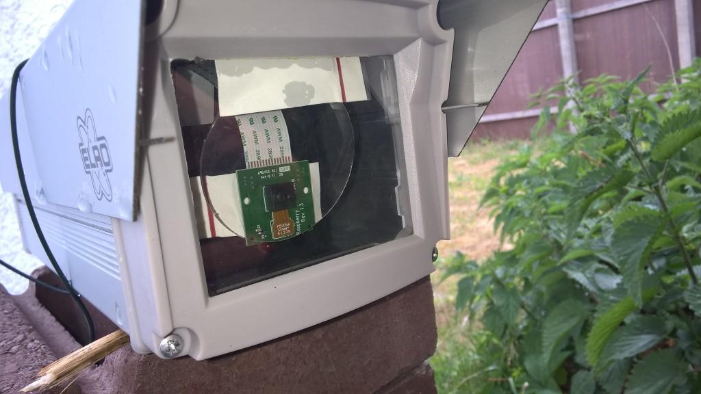 Raspbbery Pi in Überwachungskameragehäuse